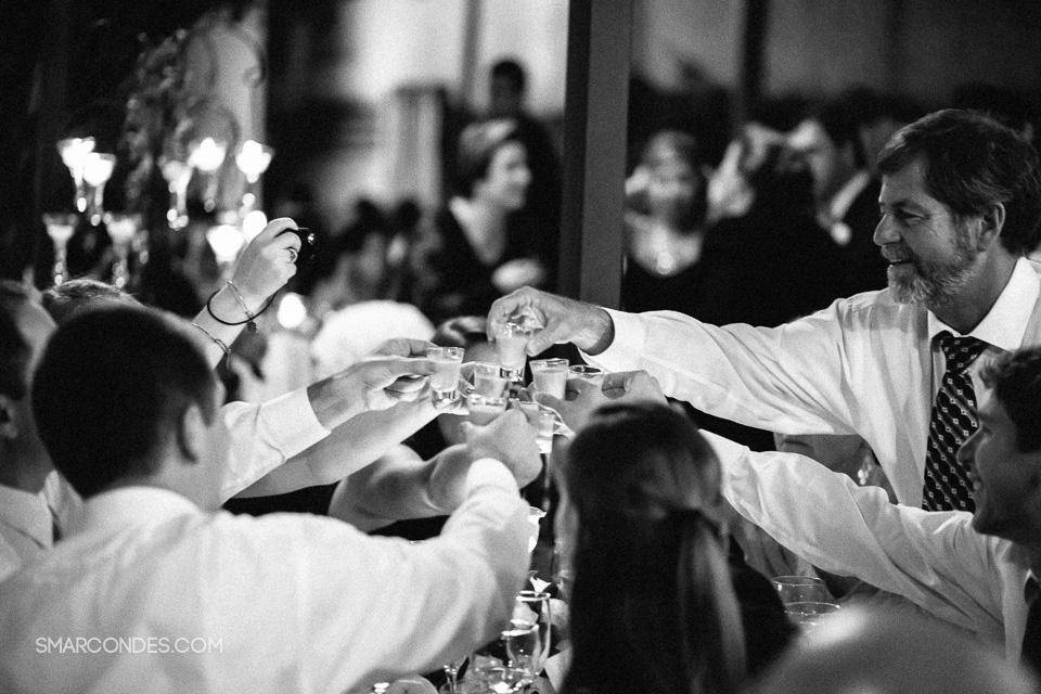 {Samuel Marcondes Fotografias} Casamento em Poços de Caldas, Minas Gerais. Renata e David, 24/05/2015. Goretti Cintra, Samuel Coiffure, Capela de São Sebastião, Vila Cruz, Zimbro Gastronomia, Magda Féo, Luiz Machionni, Samuel Marcondes e Ana Paula Sampê. (24)
