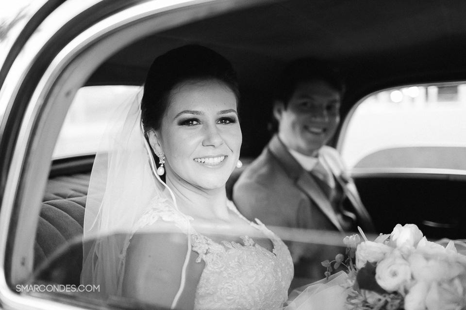 {Samuel Marcondes Fotografias} Casamento Bárbara e Eduardo, no Clube do Congresso, Lago Norte, Brasília. Casamento no fim de tarde a beira do lago Paranoá. Casamento ao ar livre, embaixo de uma árvore. 16 de agosto de 2014 - Fotos: Samuel Marcondes, Ana Paula Sampê e Matheus Brito.  (22)